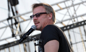 """VIDEO: 99 Seconds Of Phil Vassar """"Just Another Day In Paradise"""" at Joe's Bar!"""