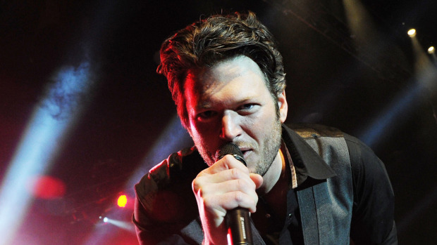 WATCH: Blake Shelton Did A Surprise Show At His Bar In Nashville Last Night!