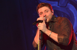 "VIDEO: 99 Seconds of Chris Young ""Voices"" at Joe's Bar!"