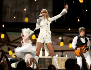 VIDEO: Remember The Screaming Human Goats? Add Taylor Swift To The Mix!