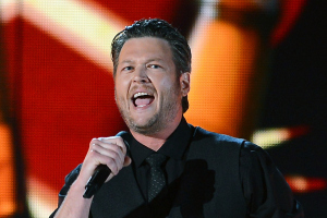 """VIDEO: 99 Seconds of Blake Shelton """"Over"""" In Tinley Park!"""