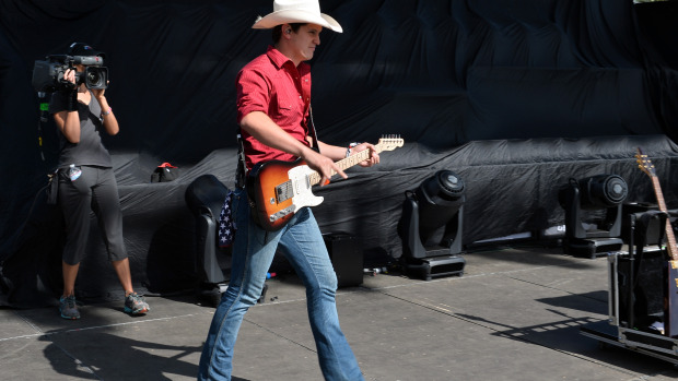 Jon Pardi Releases New Interactive Video For What I Can't Put Down