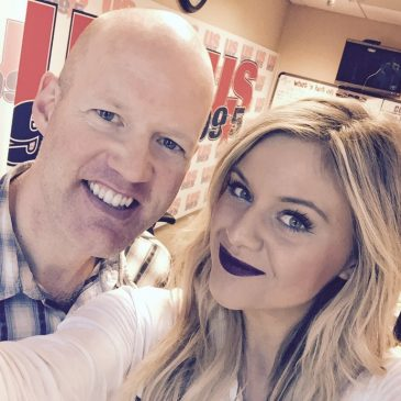 Kelsea Ballerini Chats Selfies, #SquadGoals & Her Favorite Chinese Dish During Drew's Diner!